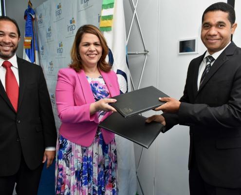 Juan-Luis-Lozada-Celenia-Vidal-Alex-Charles-Firma-de-Acuerdo.